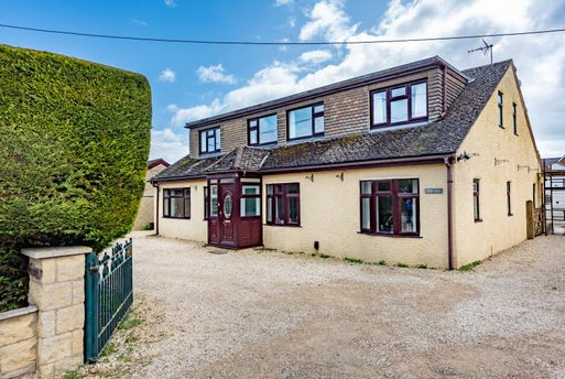 Arkell Avenue, Carterton, Oxfordshire OX18 3BS